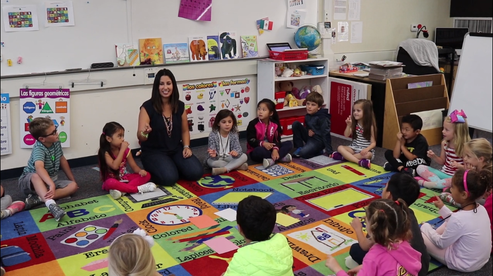 Spanish teacher Sasha Vargas teaching a kindergarten class
